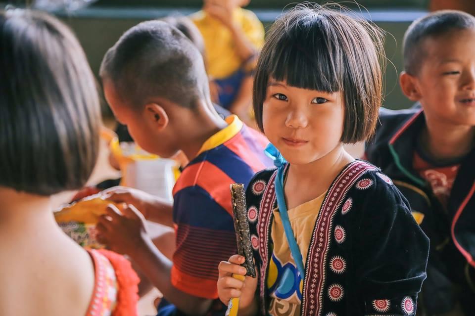 """""""ซีลีโกะ"""" ปันขนมให้น้อง ๆ ณ โรงเรียนเพื่อชีวิตเชียงใหม่ (School For Life)"""